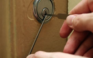 Door locks Crowthorne
